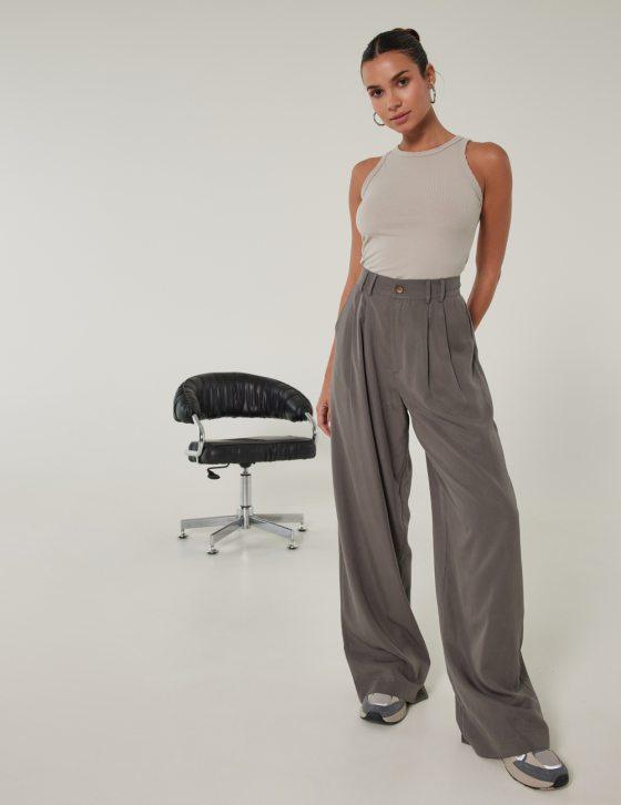 Γυναικεία παντελόνι άνετο με φαρδιά άνετη γραμμή