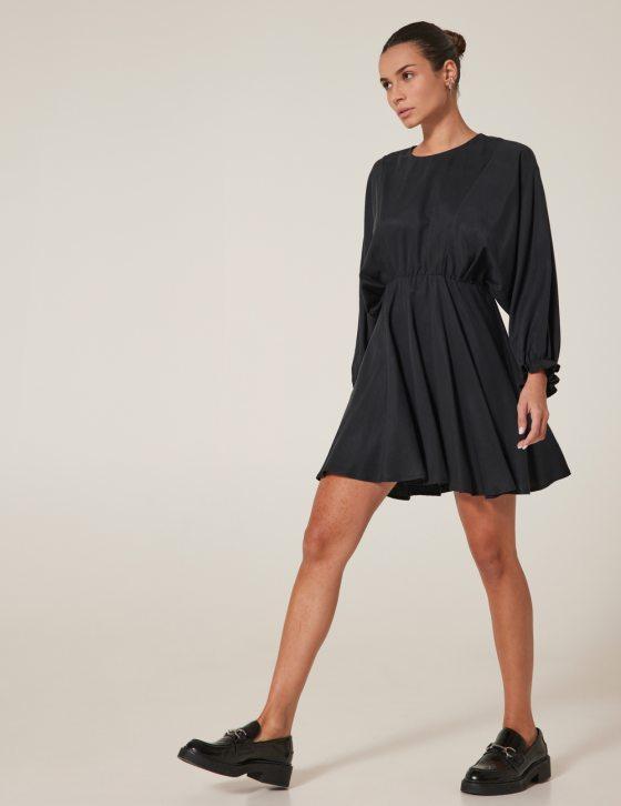 Φόρεμα κοντό άνετο με στρογγυλή λαιμόκοψη και λάστιχο